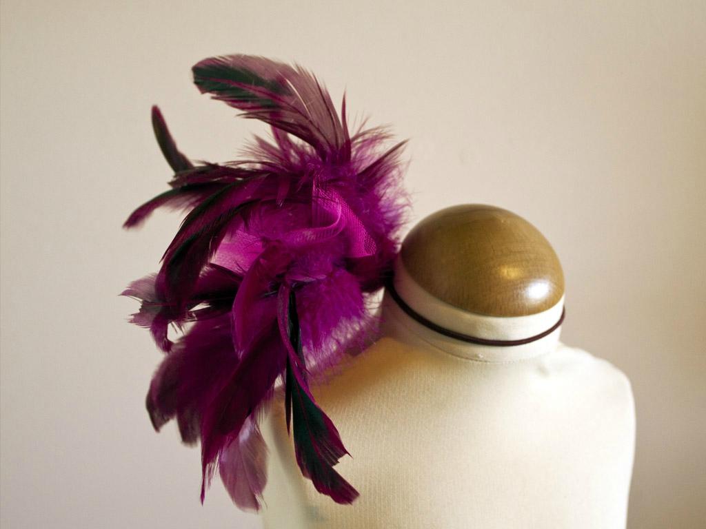 l 39 accessoire de cheveux plumes tuto caudissou. Black Bedroom Furniture Sets. Home Design Ideas